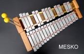 Metalófono 29 Notas Cromático, Placas Duro Aluminio, con Caja de Resonancia de 30 cm Aproximado de Alto, Incluye Macetas