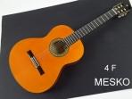 Alhambra 4 F, Guitarra Española Flamenco, Cuerdas Nylon,  TAPA: Abeto Alemán Macizo, AROS Y FONDO: Sicomoro Contrachapado MANGO: Samanguila, DIAPASÓN: Ébano,CLAVIJEROS: Dorado, Incluye Funda